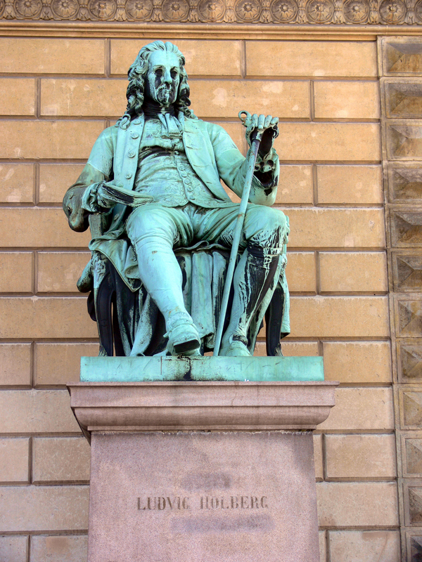 Ludvig Holbergs statue foran Det Kongelige Teater.