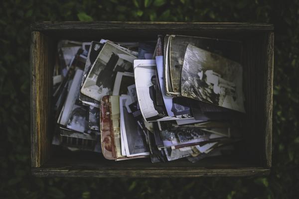En erindring kan være noget, du kan huske ved at se på gamle billeder.