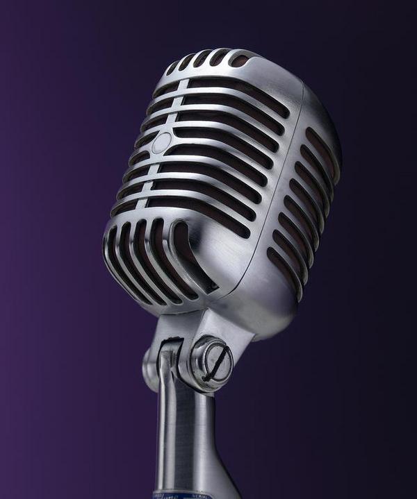 Open Mike er et show, hvor mikrofonen er åben hele aftenen, og alle kan komme op og optræde.