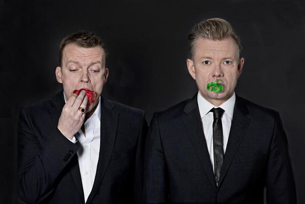 """Frank Hvam og Casper Christensen er nogle af de mest kendte komikere og standuppere i Danmark. De har ud over standup og så lavet serier og spillefilm. Måske har I hørt om """"Klovn"""", """"Langt fra Las Vegas"""" og """"Casper og Mandrilaftalen""""."""