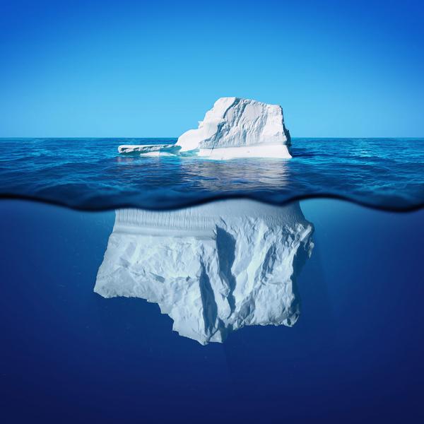 En kortprosatekst er lidt som et isbjerg. Det er kun en lille del af den, du kan se. Resten må du tænke dig til.