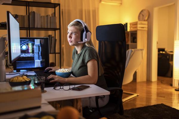 Hvordan er tonen, når du spiller computerspil?