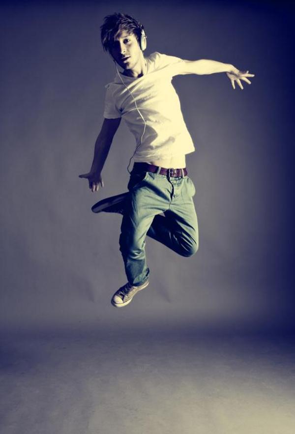 """""""Jeg hopper"""". Sætningen består af et grundled og et udsagnsled."""